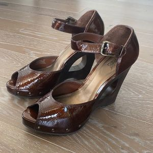 NEW! Carlos Santana Patent Leather Cut Out Wedge